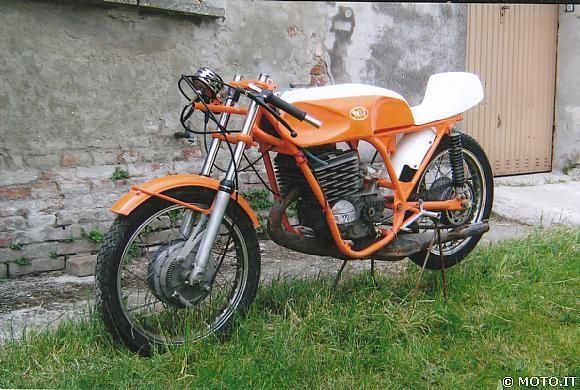 http://www.srcf.fr/forum/img_forum/2010/03/Villa-350-Velocita-1977-01.jpg