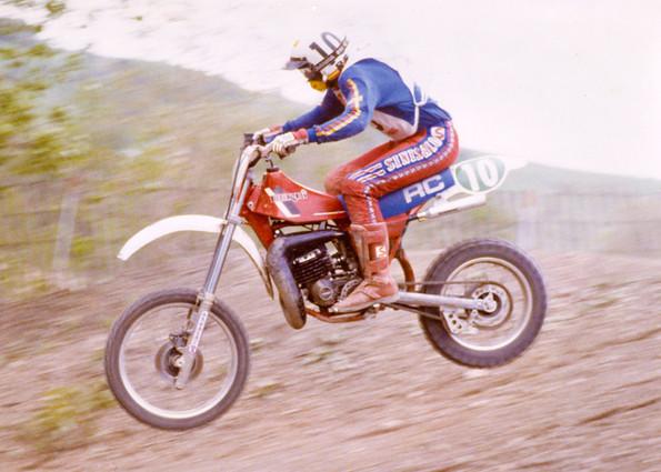 http://www.srcf.fr/forum/img_forum/2012/08/derbi-racer.jpg